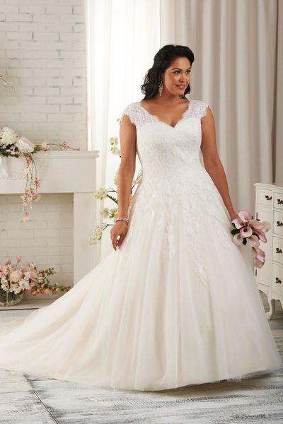 """Robe de mariée grande taille -  Robe """"1500"""", prix sur demande, jusqu'au 60, Bonny Bridal en vente sur mariage-soleil.com."""