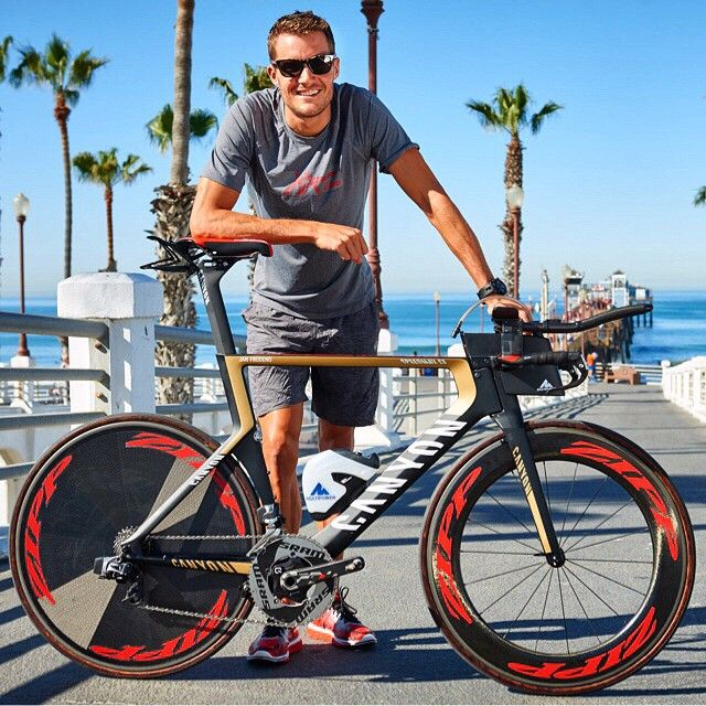 Jan Frodeno with with custom Speedmax CF complete with the SRAM wireless prototype and prototype hydration system