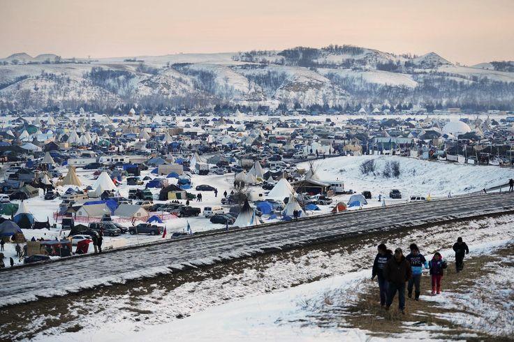 BISMARCK, Dakota del Norte, EE.UU. (AP) — El secretario interino del ejército le ordenó al Cuerpo de Ingenieros Militares que proceda con un derecho de servidumbre (acceso) necesario para completar el oleoducto Dakota Access, dijo el martes el senador John Hoeven de Dakota del Norte.