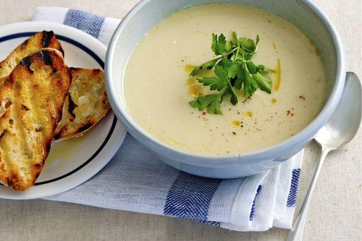 Een heerlijk warme soep met onze seizoensheld: schorseneer - Recept - Allerhande
