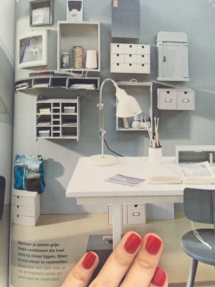 Маленькие шкафчики над столом, где будут храниться всякие мелочи, открыточки, ленточки. Оборудовать рабочее место. Photo from vt wonen basic