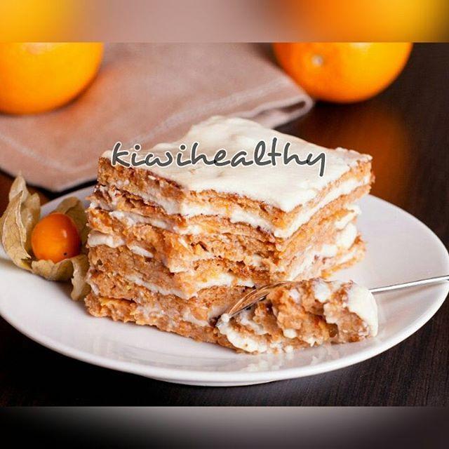 Торт на сковороде  Наш морковный завтрак  ✔ На 100 г: ~ 87 ккал БЖУ: 5/4/8 250 г моркови 2 яйца 50 г цз пшеничной муки 20 г кокосовой муки 240 г кефира 1% или молочной сыворотки 1/2 ч.л. соды корица, ванилин по вкусу