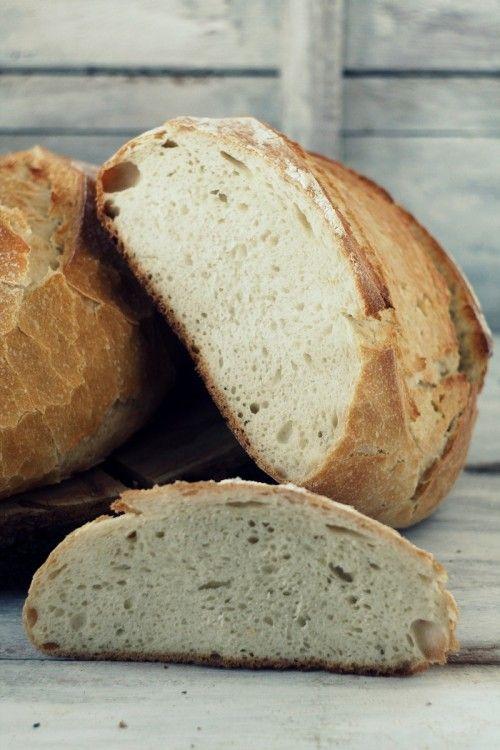 Kovászos, burgonyás kenyér öntöttvas lábasban sütve