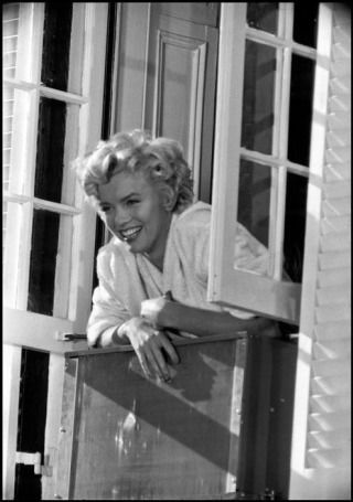 Marilyn Monroe - The Seven Year Itch - 1955 Great movie!