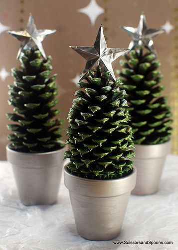 Mini Christmas Tree craft made with pinecones in a terra cotta pot or a K-Cup! #kindergarten