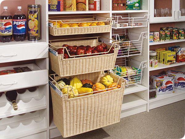 В кладовой можно держать краткосрочный запас овощей и фруктов (MoreSpacePlace)