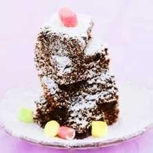 För dig som vill dra ned på fettet eller helt enkelt inte tål laktos är denna underbara chokladkaka perfekt.