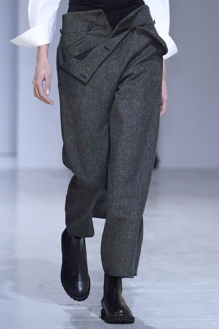 awesome Hussein Chalayan at Paris Fall 2016 (Details). They look better with the buttons done up. Like Regency period cavalry trousers. Lovely shape.
