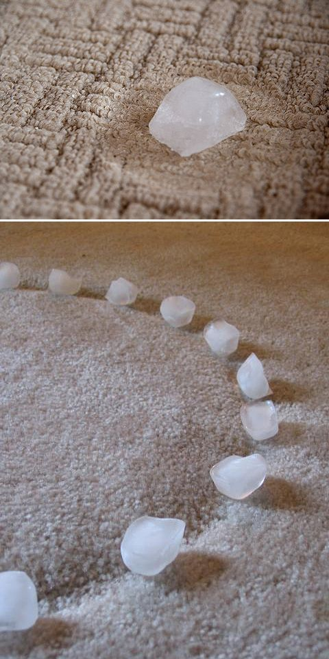Pour enlever les traces laissées par les meubles sur les tapis: y laisser fondre des glaçons - DIY Home Hacks • Try these clever home hack ideas, like this ice cube idea from 'Fluff'!