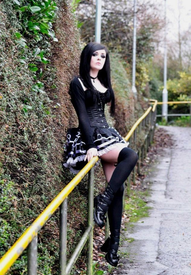 goth-girl-gallery-fake-nude-emily-osment