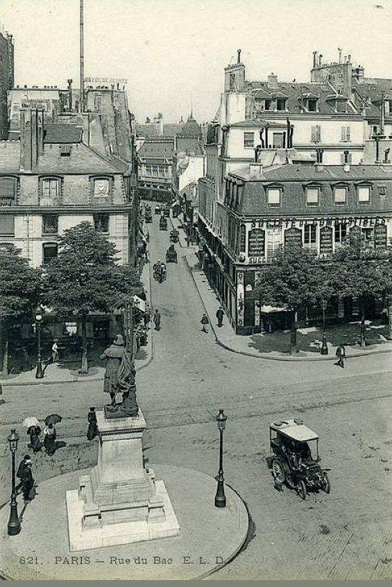 Belle perspective de la rue du Bac, vers 1905  (Paris 7ème)