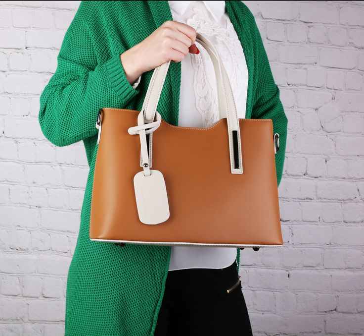ato kožená kabelka mluví za všechno. Luxus a elegance na www.emotys.cz. #emotyscz #emotys #koženekabelky #dnesnosimcz