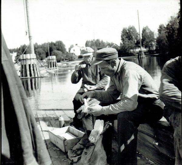 Ödmjuk fotograf av den svenska arbetarklassen: Arvid Lundström – GAMLA BILDER