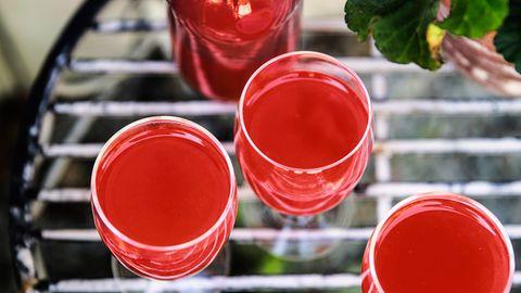Kvass av hallon/vinbär mm tillverkas traditionellt av gammalt rågbröd som får jäsa i vatten med olika smaksättningar.