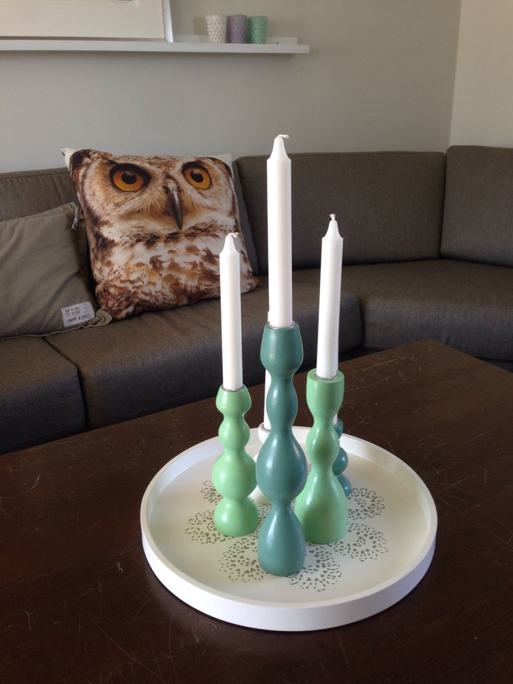 My livingroom. Love the colour's and the owl.