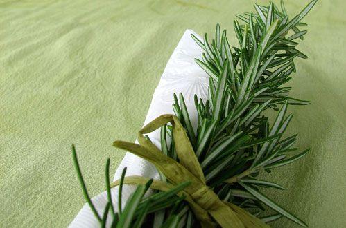 Δέσιμο πετσέτας με δεντρολίβανο