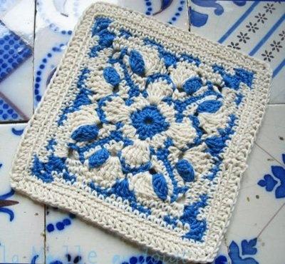 Crochet Square Reminds of one of the Danske patterns. Azulejo português em crochê #blogtesourinha