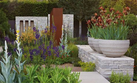 Gold Medal winning and Best in Show at RHS Chelsea Flower Show 2010, Atelier Vierkant planters