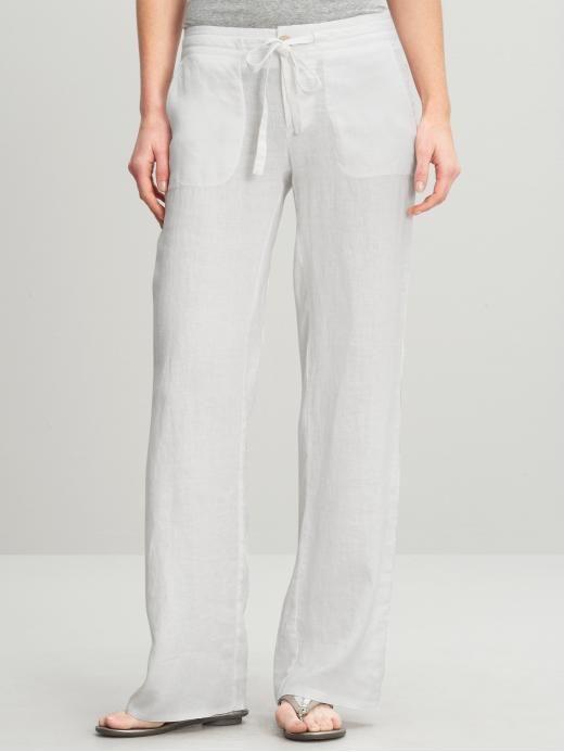 El lino es una tela muy fresca, elegante, cómoda y es de la ropa de playa que no debe faltar en tu viaje!  Pantalón de lino on 1001 Consejos  http://www.1001consejos.com/social-gallery/pantalon-de-lino