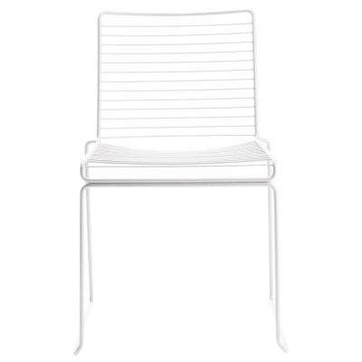 Hee Dining från Hay är en stilren stol som fungerar utmärkt som matstol och finns i flertalet färger...