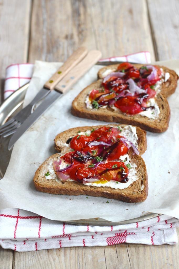 Bruschetta met tomaatjes, ricotta en balsamico - Lekker en Simpel
