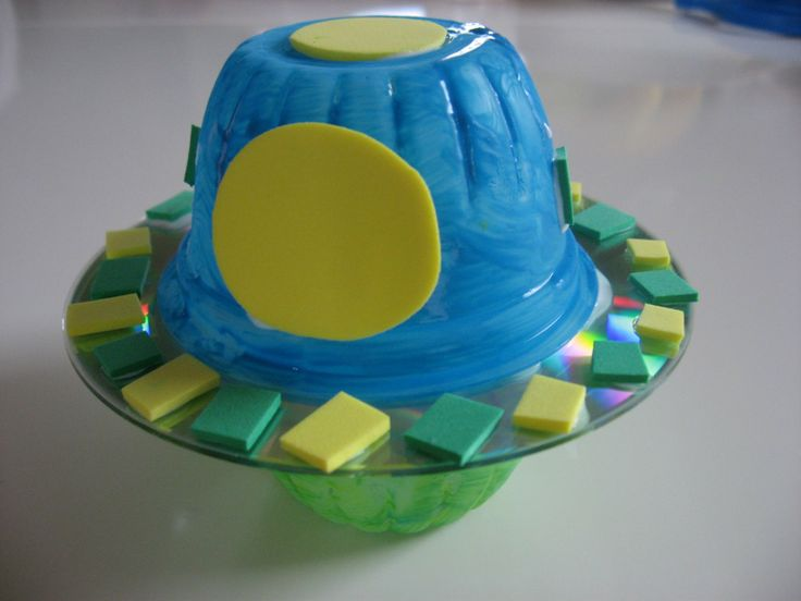 Using old CDs and pudding cups make your own UFOs!
