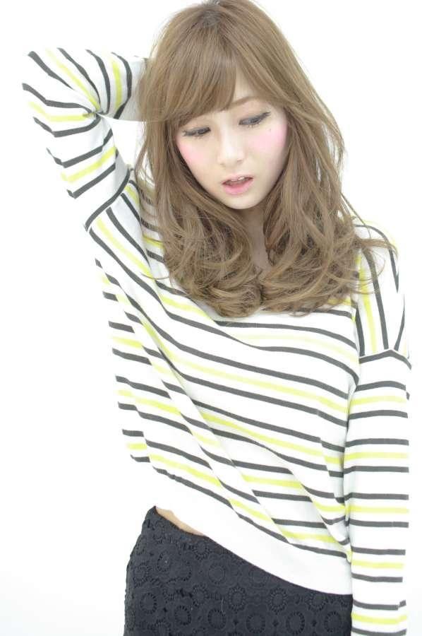 いつでも明るい色がスキ♡秋コーデに似合うハイトーンヘアカラーの11枚目の写真