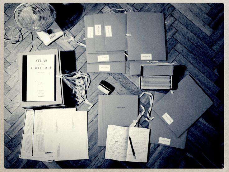 Maria Kula, redaktor. Prowadzę warsztaty pisania, kursy pisania i Szkołę Pisania Powieści. Pracuję indywidualnie z autorami.