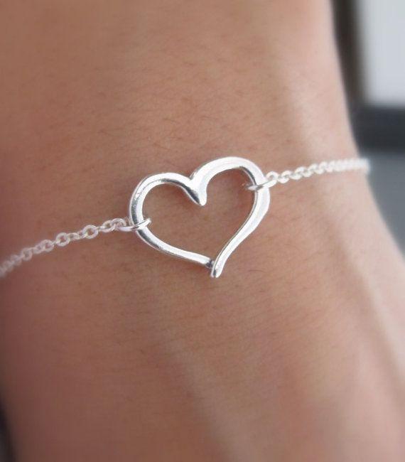 Pulsera de corazón abierto en plata esterlina. por RoyalGoldGifts, $24.00                                                                                                                                                                                 Más