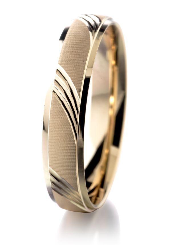 Alliance ciselée homme or jaune 750/1000 #jeandelatour_officiel #bijoux #bijouxfrance #bijouxcreateur #jewels #jewelry #alliancesfemme #bague #baguesfemme