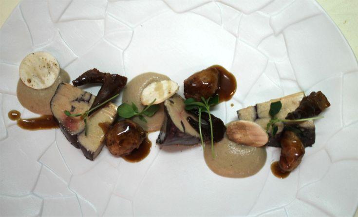 Foie-gras-au-vin-du-Chateau-cretes-de-coq-sot-ly-laisse-et-creme-de-champignon-de-paris