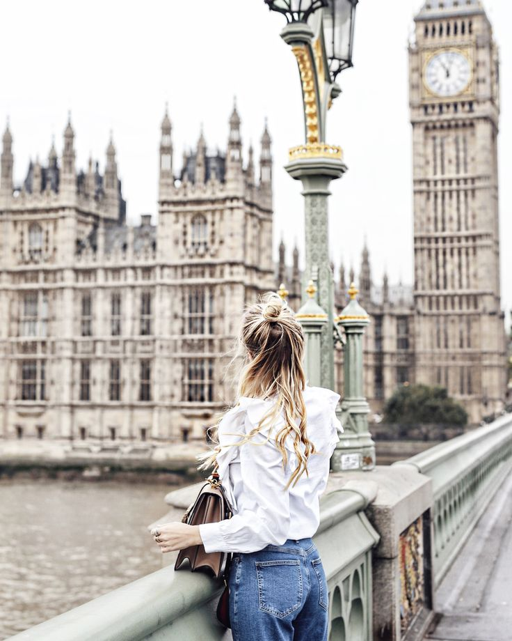 Playing tourist in London   Streetstyle: Mavi jeans, Gucci sneaker & bamboo bah, ruffle blouse #ohhcouture #london #leoniehanne