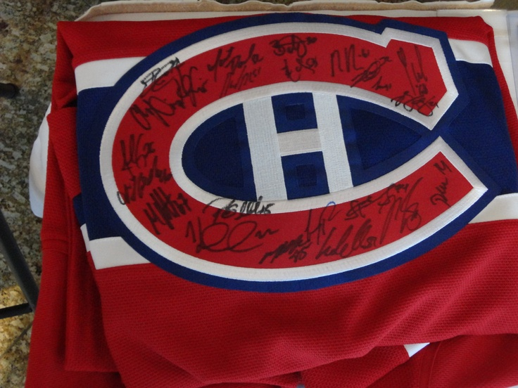 Habs Jersey signed by the 2011-2012 edition
