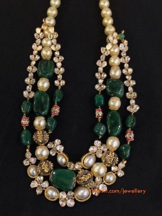 emerald_uncuts_pearls_necklace_at_aarish