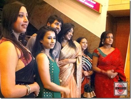 The premiere press meet was anchored by an eminent & veteran All India Radio & Doordarshan announcer and newsreader Mr. Debashish Basu. He introduced Director Reshmi Sen to the audiences & media representatives present in the Priya Cinema Hall and Director Reshmi Mitra then introduced her cast & crew. : http://sholoanabangaliana.in/rituparna-sengupta-starrer-mukti-premieres-at-priya-cinema-hall-on-the-day-of-mahalaya-2013/