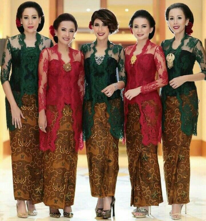 Green n red kebaya