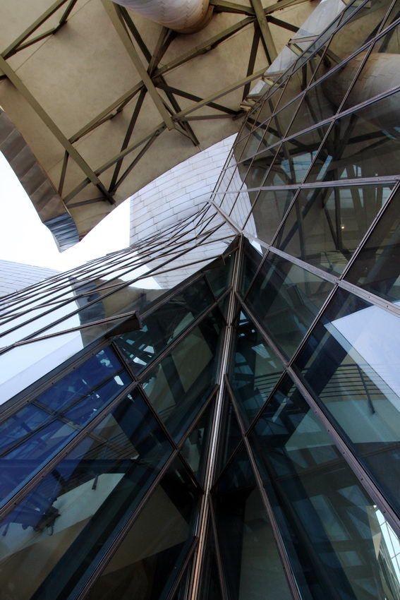 Museu #Guggenheim# Bilbao, na cidade basca de Bilbao – #Espanha, construído para revitalizar Bilbao. Foi projectado pelo arquitecto Frank Gehry