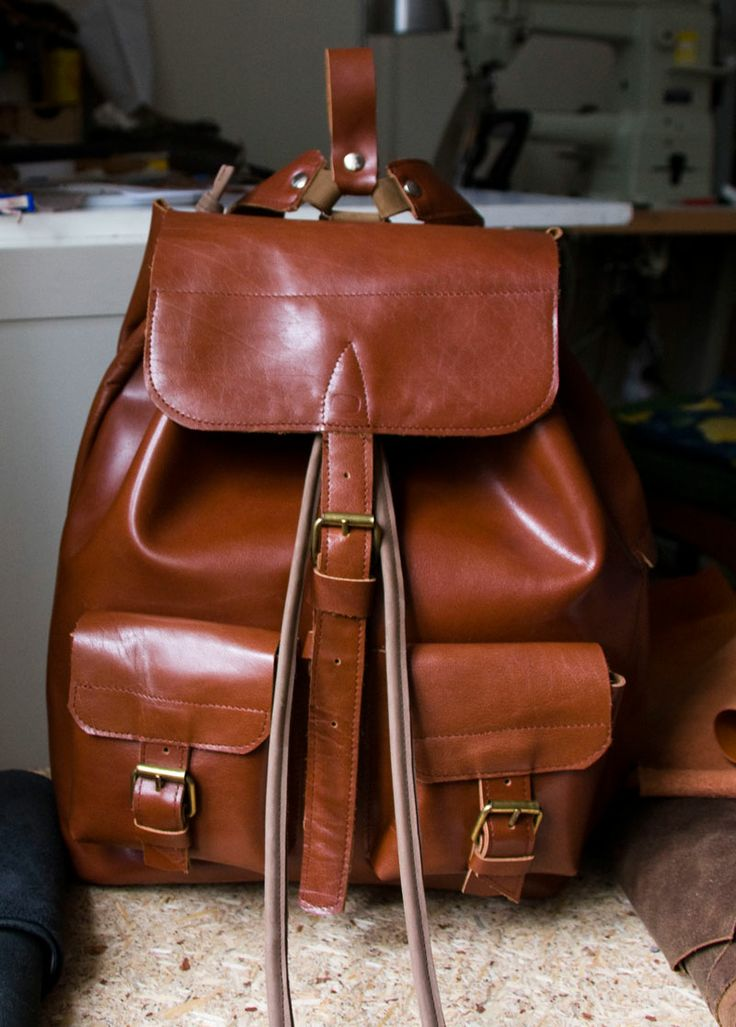 Plecak z grubej, mocnej skóry w klasycznym, koniakowo-brązowym kolorze.  #backpack #leather_backpack