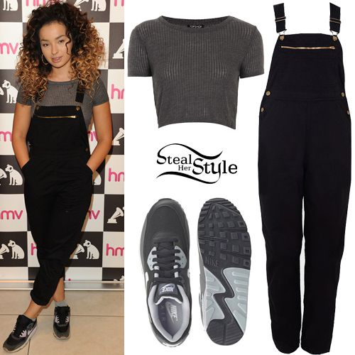 Ella Eyre meets and greets fans at Albu Signing at HMV. August 31th, 2015 - photo: AKM-GSI