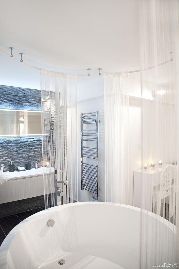 Baignoire ronde  Rideau de fil Salle de bain design Miroir