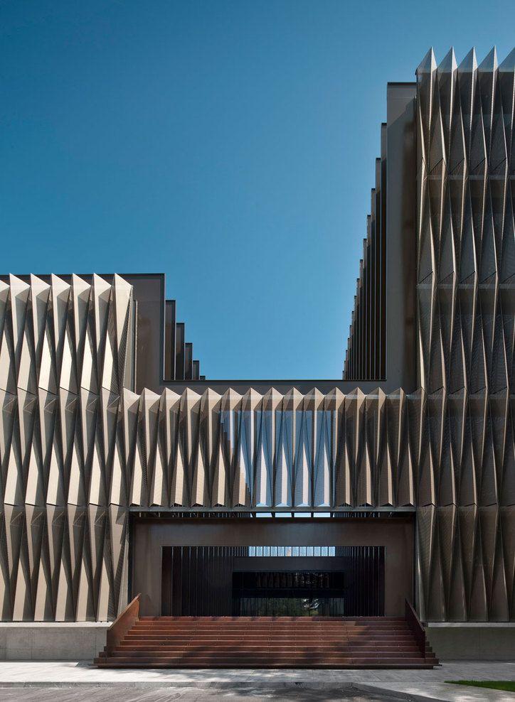 Biomedical Research Center by Vaíllo & Irigaray + Daniel Galar Irurre. fachada movimiento
