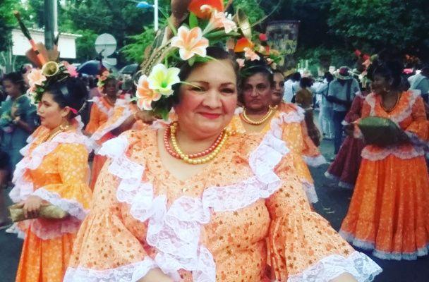 Desfile de Piloneras en el Festival Vallenato 2016. Ligeradeequipaje.com