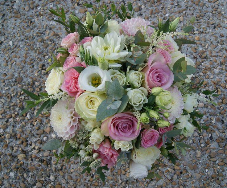 Bouquet de mariée champêtre chic rose et blanc.