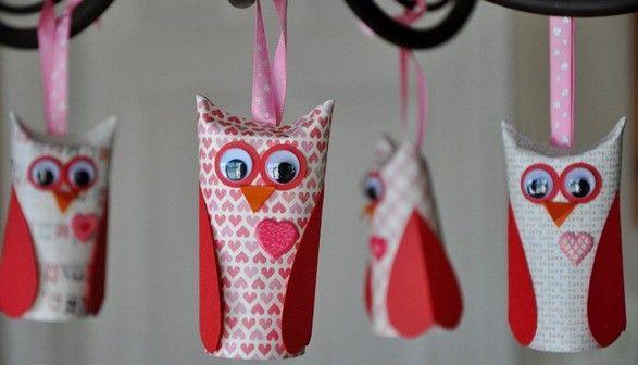 Búhos de San Valentín con rollos de papel higiénico