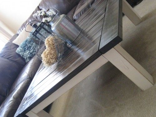 DIY coffee table $40 Going to have to build this coffee table...LOVE! Dark Walnut Stain on top and Heirloom White spray paint on the legs