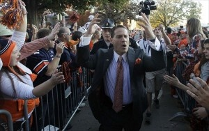 Selena Roberts discusses her report alleging that Auburn paid players and changed grades under Gene Chizik with ESPN.