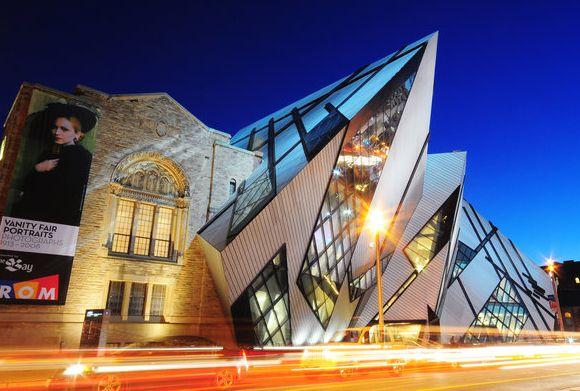 Toronto is een echte metropool waar maar liefst 80 verschillende etnische groepen leven. Deze bruisende wereldstad wordt vaak genoemd als een van de meest prettige steden in de wereld om te leven, vanwege de aandacht voor de natuur, welvaart en lage criminaliteit. #travel #traveling #reizen #rondreizen #fly #drives #toronto #Canada #reis