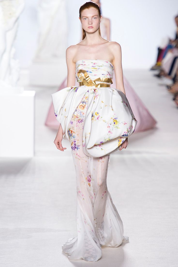 list-19-beauty-giambattista-valli-dresses-top-famous-fashion-designer-name (17)