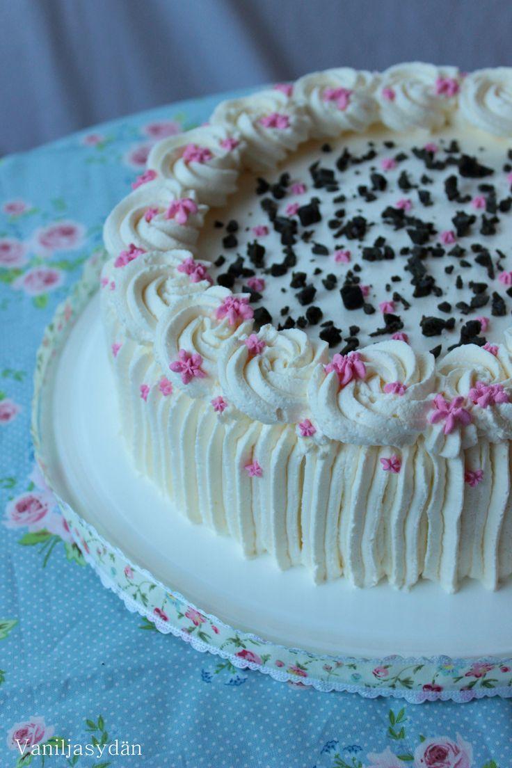 Lakritsainen vaniljatäytekakku  - Liquorice vanilla cake