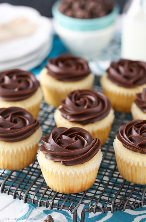 Boston Cream Pie Cupcakes - a moist, fluffy vanilla cupcake with pastry cream filling and a chocolate ganache rosette on top! Beautiful and delicious!